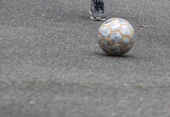 Arrêté interdisant les jeux de balles et ballons sur la place de la mairie